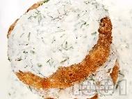 Пържени кюфтенца от тиквички с овесени ядки, извара и сирене, панирани в яйца и галета